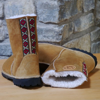 Sheepskin-boots-in-spice-with-embroidered-braid