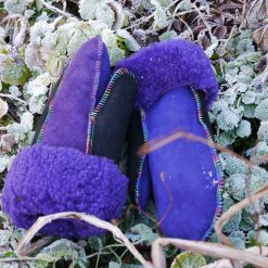 sheepskin-mittens-in-purple-black-b