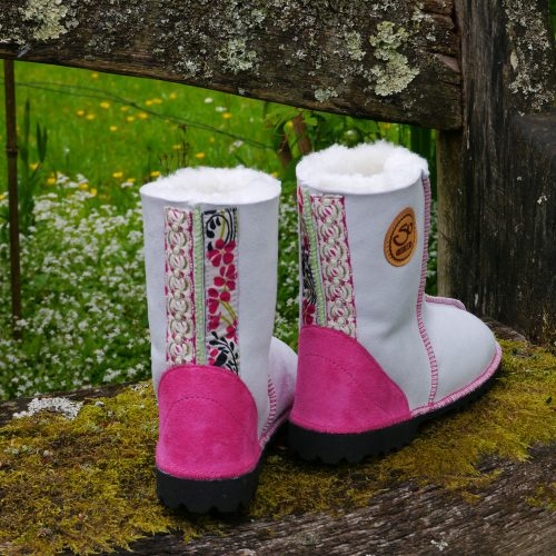 Sheepskin Boots in White with embroidery