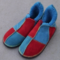 Sheepskin-Slippers-in-Ocean-&-Red.e
