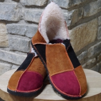 Slippers in Black, Ginger & Wine size 4