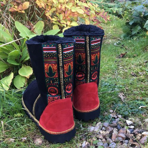 Sheepskin Boots Black with Braid