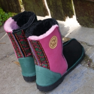 Sheepskin-Boots-in-Black-&-Pink